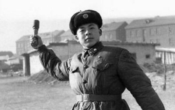 Lei Feng, un soldado del Ejército Popular de Liberación de la República Popular China - Sputnik Mundo