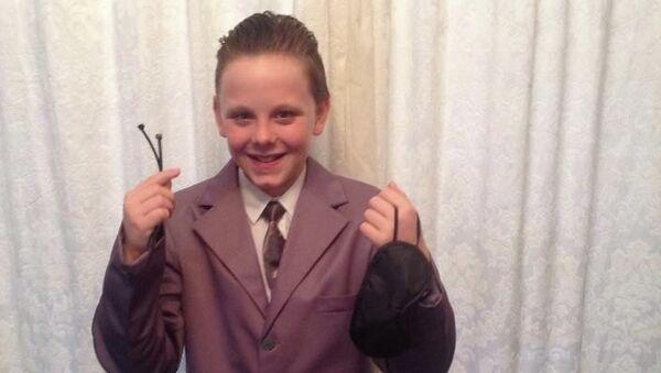 """Liam Scholes, alumno británico de 11 años, que se disfraza del protagonista de """"Cincuenta sombras de Grey"""" - Sputnik Mundo"""