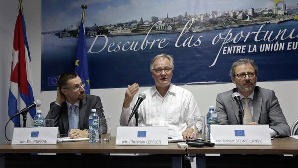 Christian Leffler (centro), director general para América del Servicio Europeo de Acción Exterior - Sputnik Mundo