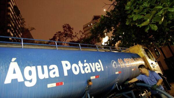 La empresa que gestiona el agua en Sao Paulo despide a 300 trabajadores en plena sequía - Sputnik Mundo