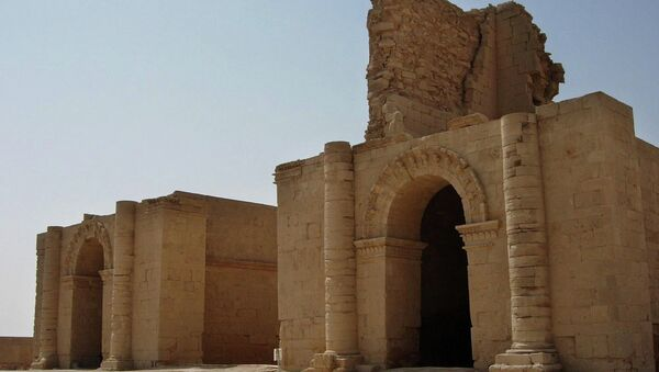 In this file photo taken July 27, 2005, two temples stand over 1,750 years after the Sassanian empire razed the Mesopotamian city of Hatra, 320 kilometers (200 miles) north of Baghdad, Iraq. - Sputnik Mundo