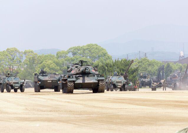 Tanques y otros vehículos militares de las Fuerzas de Autodefensa de Japón