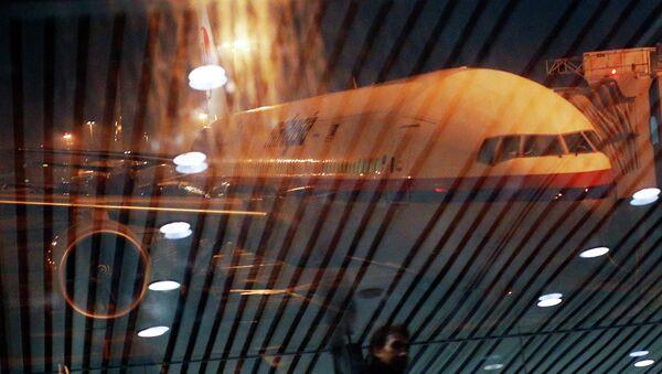 Malaysia Airlines Boeing 777-200ER flight MH318 to Beijing at Kuala Lumpur International Airport - Sputnik Mundo