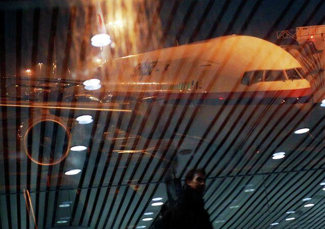 Malaysia Airlines Boeing 777-200ER MH318 vuelo a Beijing del aeropuerto internacional de Kuala Lumpur, 17 de marzo 2014