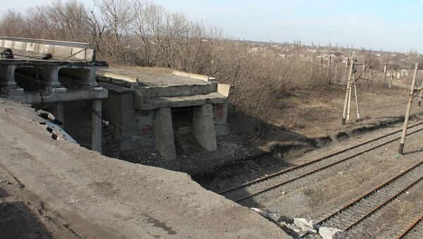 Puente destruido en Debáltsevo - Sputnik Mundo