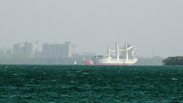 A detained Chinese ship (R) is seen at the Caribbean port of Cartagena March 3, 2015 - Sputnik Mundo