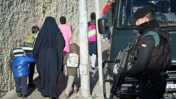 A Spanish civil guard in Spain's North African enclave Melilla, February 24, 2015 - Sputnik Mundo