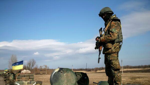 A convoy of Ukrainian armed forces pull back from the Debaltseve region, in Blagodatne - Sputnik Mundo