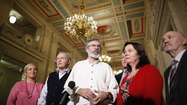 Sinn Fein President Gerry Adams and party members Michelle O'Neill, Martin McGuinness, Conor Murphy, Jennifer McCann and Alex Maskey - Sputnik Mundo