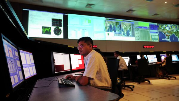 Scientists from the Indian Space Research Organisation (ISRO) work in the Indian Regional Navigational Satellite System (IRNSS) control room at the Indian Deep Space Network (IDSN) - Sputnik Mundo