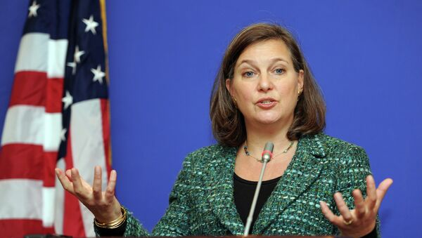 US Assistant Secretary of State for European and Eurasian Affairs Victoria Nuland gestures as she speaks during her press conference in Tbilisi on February 17, 2015 - Sputnik Mundo