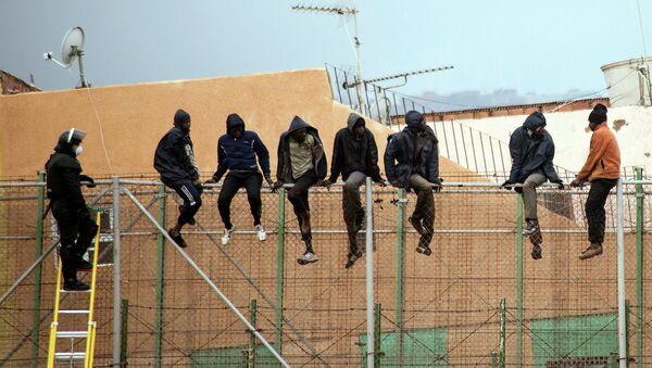 Inmigrantes ilegales en Melilla - Sputnik Mundo