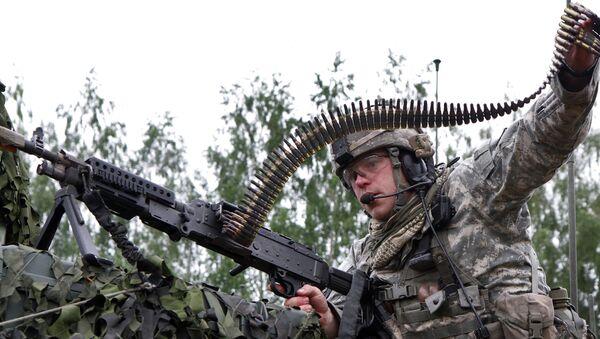 Un militar de la OTAN en Lituania - Sputnik Mundo