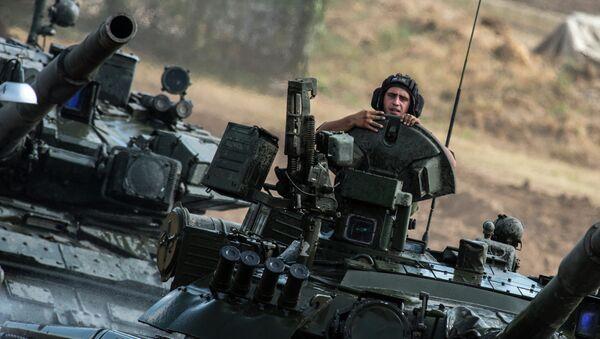Carros de combate T-80 del Ejército de Rusia - Sputnik Mundo