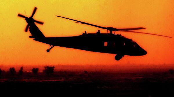 A U.S. Army UH-60 Black Hawk helicopter from Charlie Company, 227th Aviation Regiment flies over Baghdad, Iraq, Oct. 9, 2007 - Sputnik Mundo