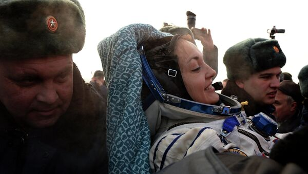 Russian cosmonaut Elena Serova after the landing of the Soyuz TMA-14M capsule, southeast of the town of Zhezkazgan in central Kazakhstan March 12, 2015 - Sputnik Mundo