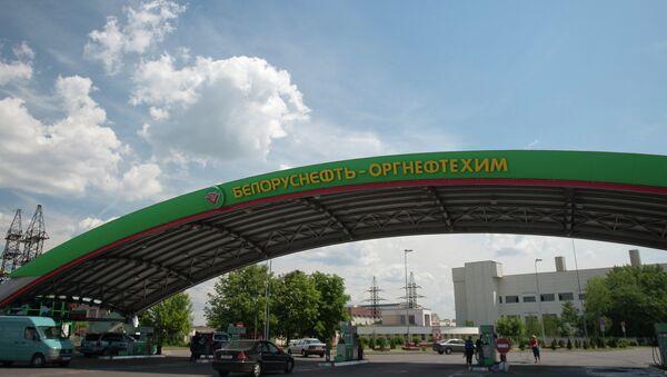 Автомашины на заправке Белоруснефть - Оргнефтехим. - Sputnik Mundo