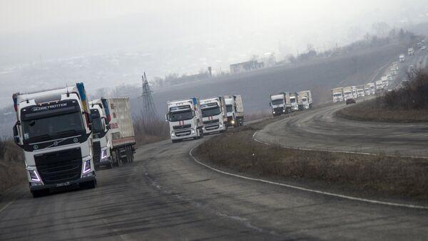 Шестнадцатый российский конвой доставил гуманитарную помощь в Луганск - Sputnik Mundo