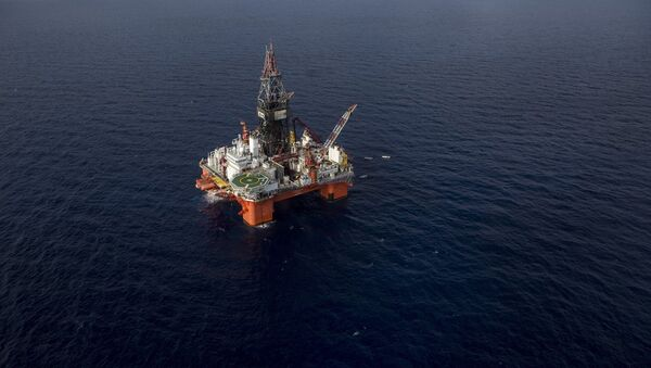 Veracruz, Mexico: La Muralla IV, semi-submersible drilling rig for ultra deep water operations, owned by Mexican Grupo R and operated by Pemex, the state-owned Mexican oil company - Sputnik Mundo