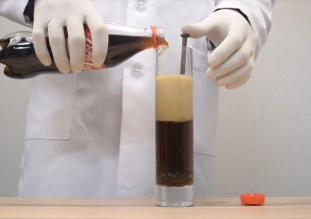 Gaseosa vs clavo oxidado