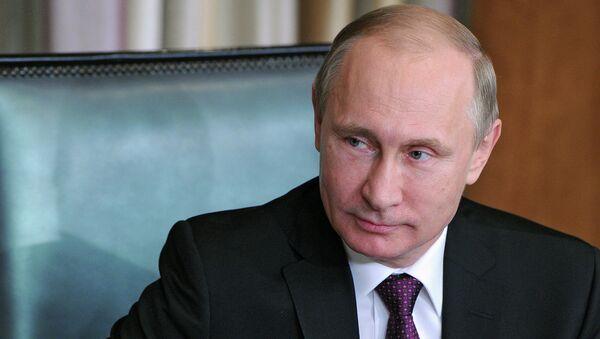 Президент России Владимир Путин во время беседы с патриархом Александрийским и всея Африки Феодором II - Sputnik Mundo