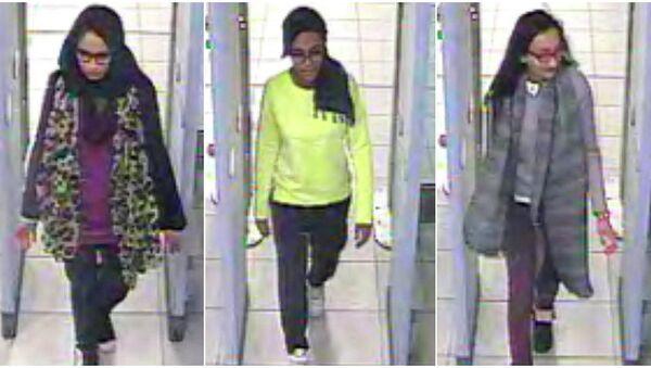 Tres colegialas británicas que viajaron a través de Turquía a Siria para unirse al grupo terrorista Estado Islámico - Sputnik Mundo