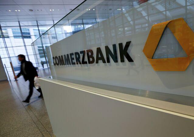 EEUU multa a un banco alemán por hacer negocios con Cuba