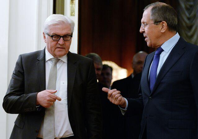 Ministro de Asuntos Exteriores de Rusia, Serguéi Lavrov con su homólogo alemán, Frank-Walter Steinmeier (Archivo)