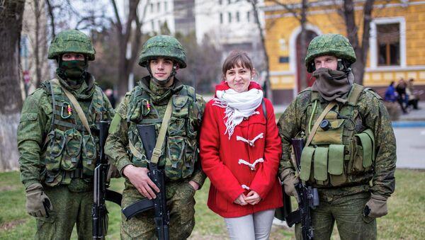 Militares rusos en Simferópol, 1 marzo, 2014 - Sputnik Mundo