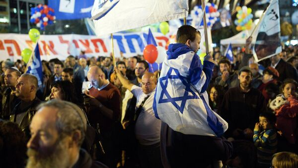 Israelis attend a right-wing rally in Tel Aviv's Rabin Square March 15, 2015 - Sputnik Mundo