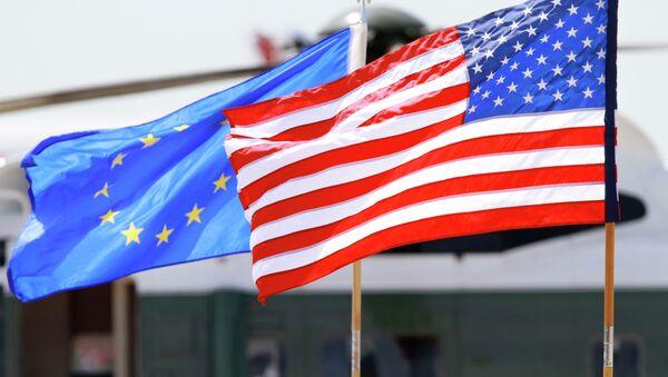 Banderas de la UE y EEUU - Sputnik Mundo