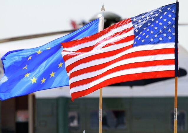 Las banderas de la UE y EEUU