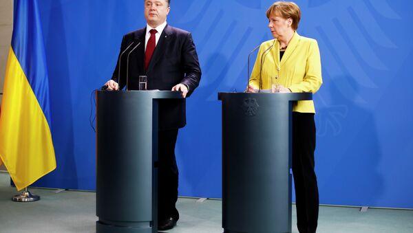 Presidente de Ucrania, Petro Poroshenko y Canciller de Alemania, Angela Merkel - Sputnik Mundo