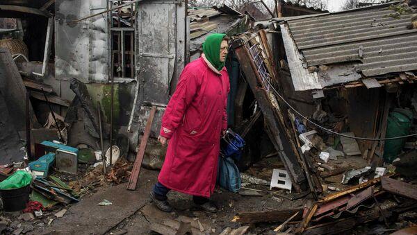 Una mujer en Debáltsevo - Sputnik Mundo