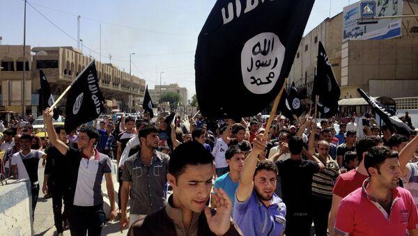 Partidarios del grupo yihadista Estado Islámico en Mosul (Archivo) - Sputnik Mundo