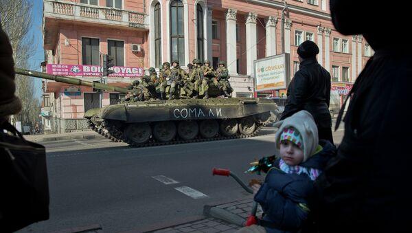 Milicianos de la RPD en Donetsk - Sputnik Mundo