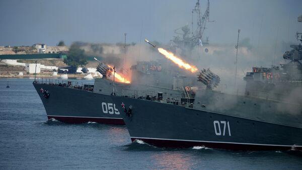 Малый противолодочный корабль МПК-49 (Александровец) и малый противолодочный корабль МПК-118 (Суздалец) в Севастополе - Sputnik Mundo
