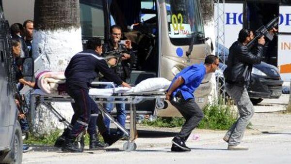 Эвакуация туристов вследствие нападения на музей в Тунисе - Sputnik Mundo