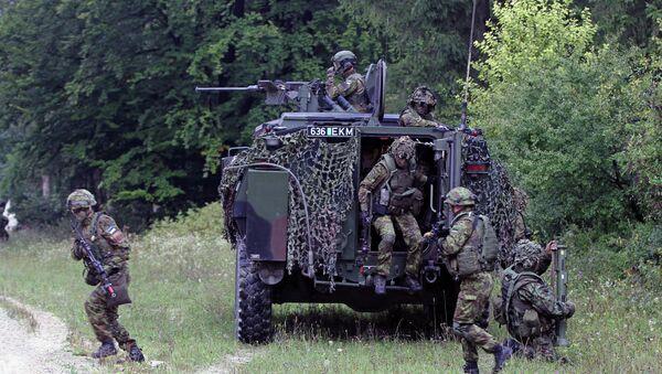 Soldados estonios participan en los ejercicios militares (Archivo) - Sputnik Mundo