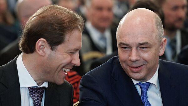 Ministro de Industria y Comercio de Rusia, Denís Manturov y ministro de Finanzas, Antón Siluánov - Sputnik Mundo
