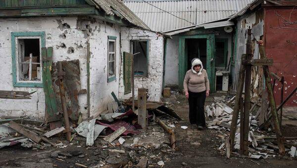 Сasa destruida en Donbás - Sputnik Mundo