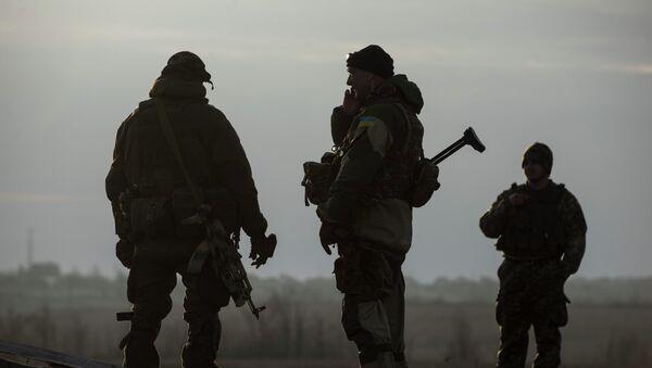 Soldados ucranianos en Donbás (Archivo) - Sputnik Mundo