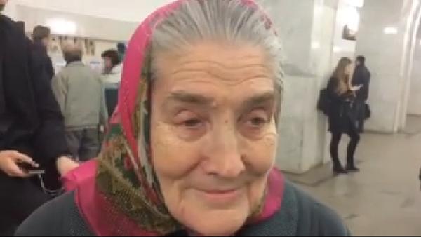 Anciana admiradora de Aznavour lo conocerá en Moscú gracias a Facebook… y a sus usuarios - Sputnik Mundo