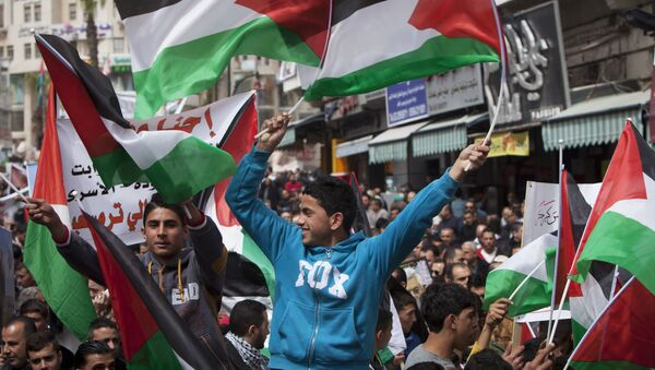 Rally in support of Palestinian President Mahmoud Abbas, ahead of his meeting with U.S. President Barack Obama in the West Bank city of Ramallah - Sputnik Mundo
