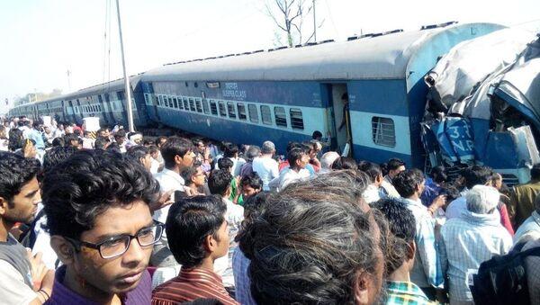 Descarrilamiento de tren deja al menos 6 muertos y decenas de heridos en India - Sputnik Mundo