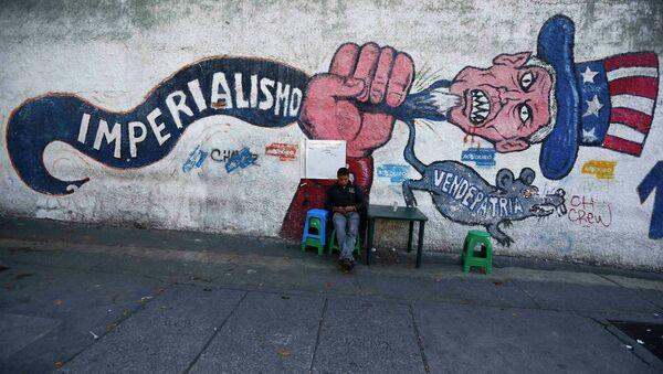 Un graffiti antiamericano en Caracas - Sputnik Mundo