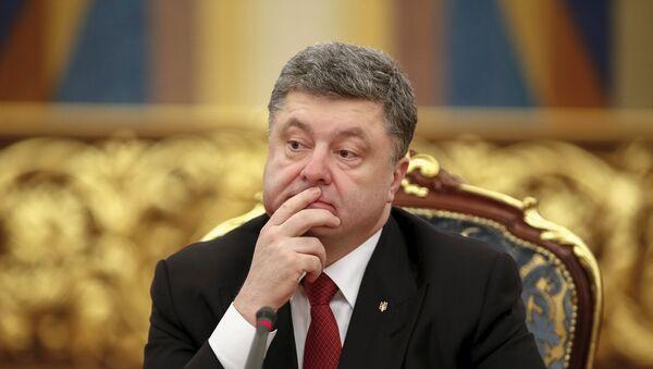 Ukrainian President Petro Poroshenko attends a news conference after a signing ceremony with Turkey's President Tayyip Erdogan in Kiev March 20, 2015. - Sputnik Mundo