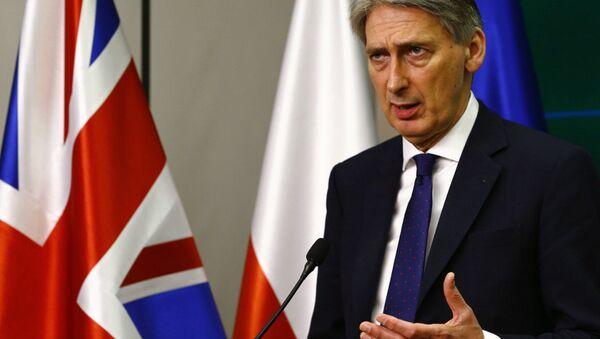 Ministro de Asuntos Exteriores británico Philip Hammond - Sputnik Mundo
