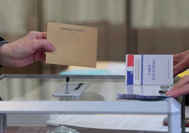 Las elecciones regionales en Francia muestran un sistema político tripolar, cree un experto