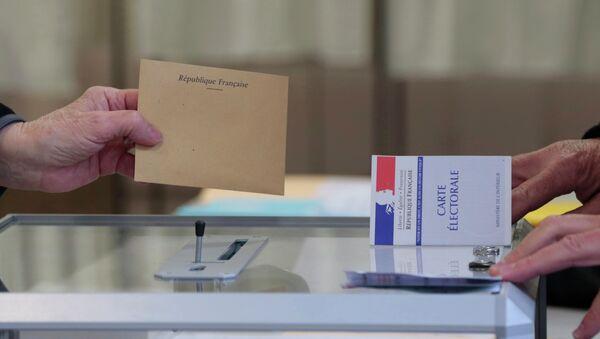 Las elecciones regionales en Francia muestran un sistema político tripolar, cree un experto - Sputnik Mundo